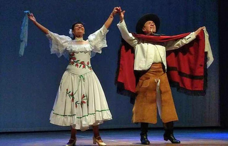 Marina y Hugo Jiménez, directores del Ballet Salta, en dos funciones de danza y canto con una exposición de su histórico vestuario.