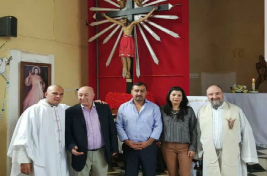 Juntos en el centro de la foto, Leopoldo Cuenca y Paola Torres esposa del intendente de Rivadavia Banda Sur.