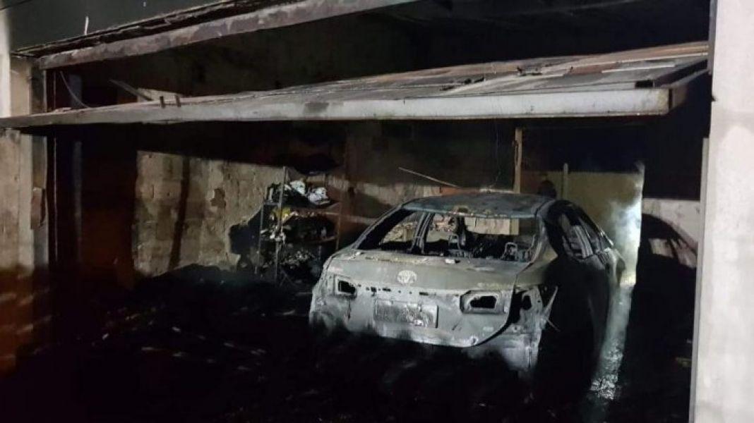 Tras un incendio que fue calificado como intencional, así quedó el garage de la vivienda del intendente Gustavo Hein.