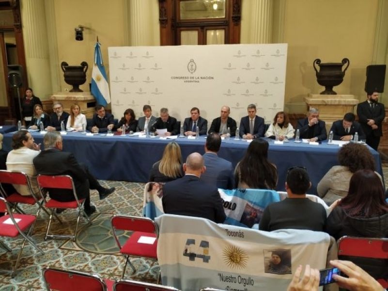El informe final de la Bicameral sobre la investigación de la desaparición del Ara San Juan acusan también a Macri por sostener al Ministro.