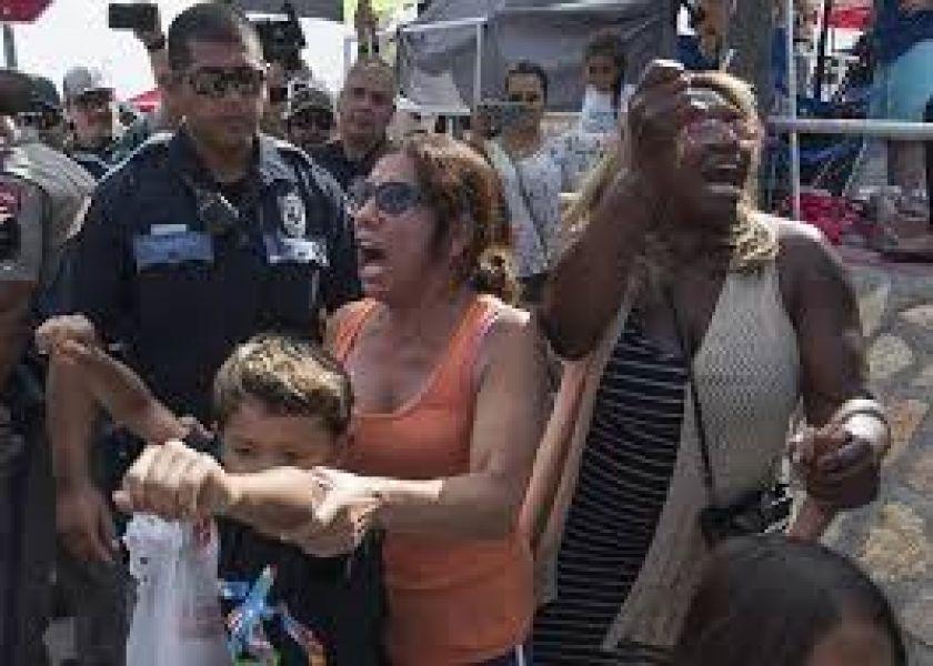 """""""Nos están tratando como si fuéramos animales"""" manifestaron familiares de las personas que serán deportadas de EE. UU."""