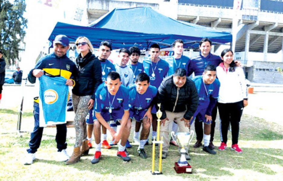 El equipo de Academia FC. campeón Copa Salta Futbol PC.