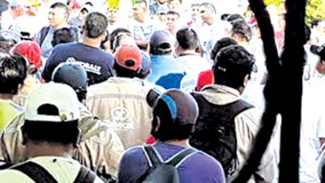 El Ingenio Tabacal ofreció a lo trabajadores azucareros el 30 por ciento de aumento y el Sindicato quiere el 45 por ciento.