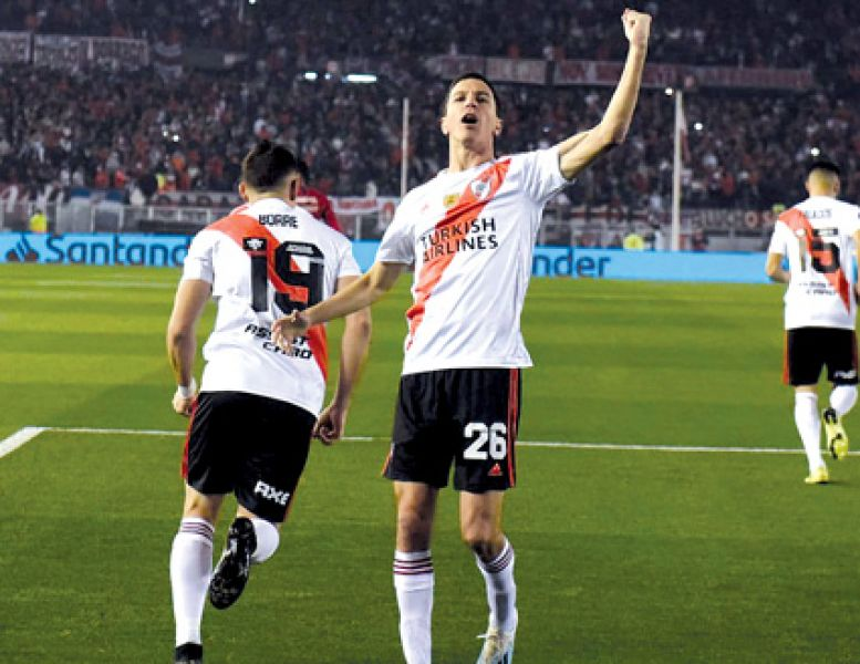Nacho Fernández festeja el primero de River. Después aumentó Santos Borré.