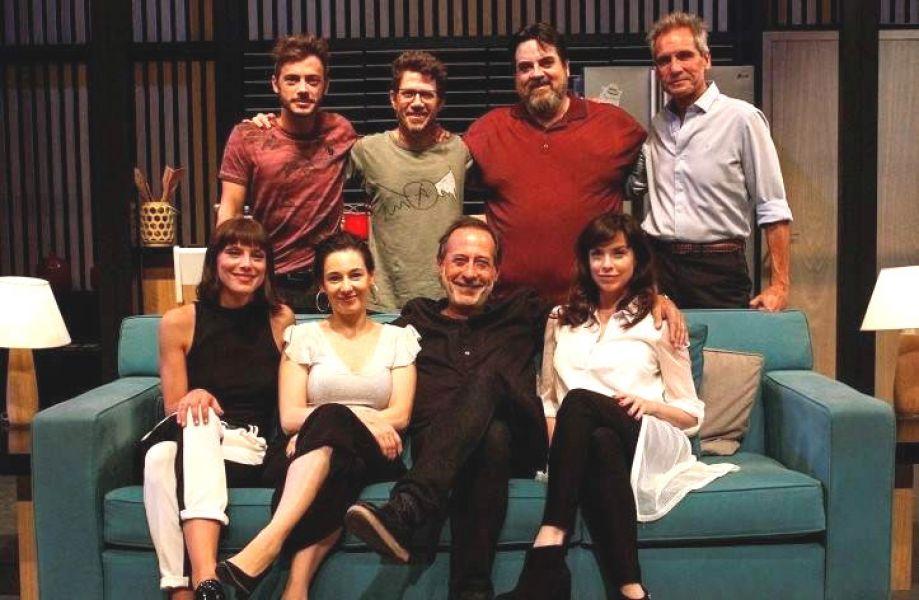 """El elenco completo de """"Perfectos Desconocidos"""", la comedia dirigida por el actor Guillermo Francella se presenta hoy en Salta."""
