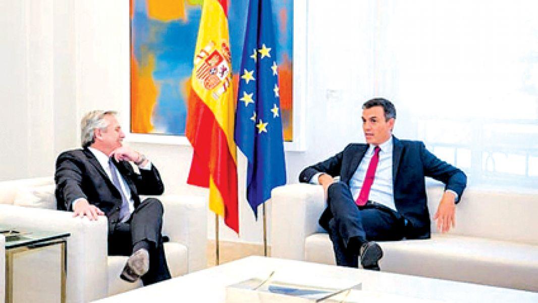 Alberto Fernández y Pedro Sánchez.