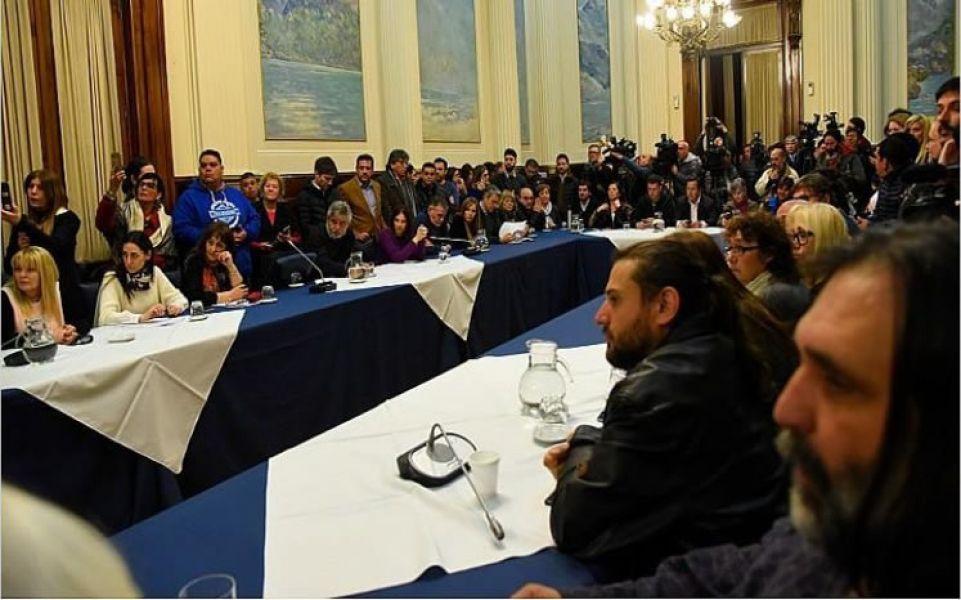 La oposición presiona al Gobierno para que declare la emergencia alimentaria. Insistirán en pedir una sesión especial para el jueves.