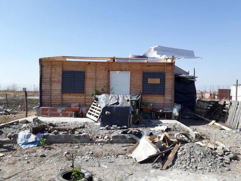 Numerosos daños materiales causó el temporal de viento que se registra desde ayer en la capital y zona del Valle de Lerma.