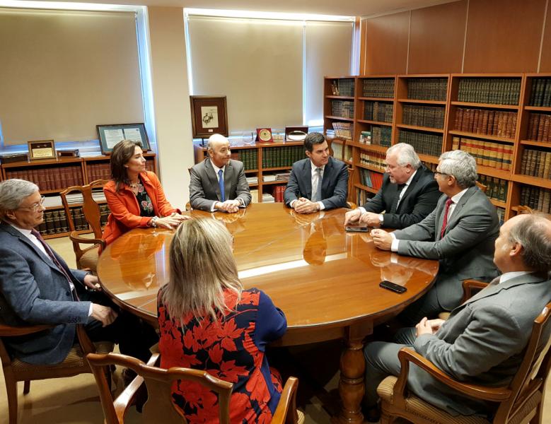 El gobernador en la reunión con con los ministros de la Corte por el avances del Juicio por Jurados que está cada vez más cerca en Salta.