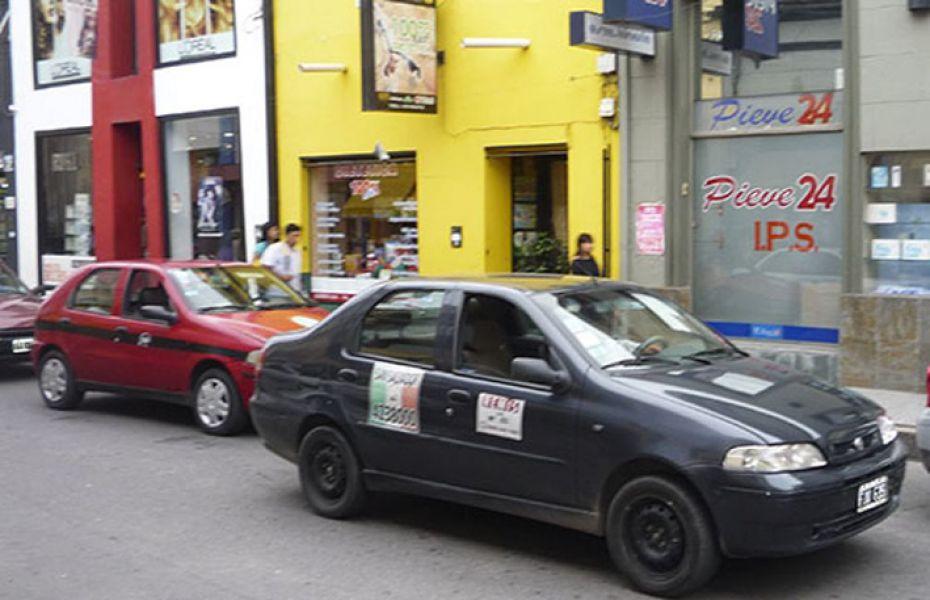 """""""Para nosotros es imposible poder adquirir una nueva unidad para su renovación"""", dijeron desde el Sindicato de Peones de Taxis."""