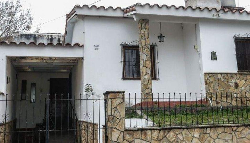En una casa en Villa Las Rosas alquilada por la Provincia ocurren situaciones de horror con una menor judicializada, denuncian vecinos.