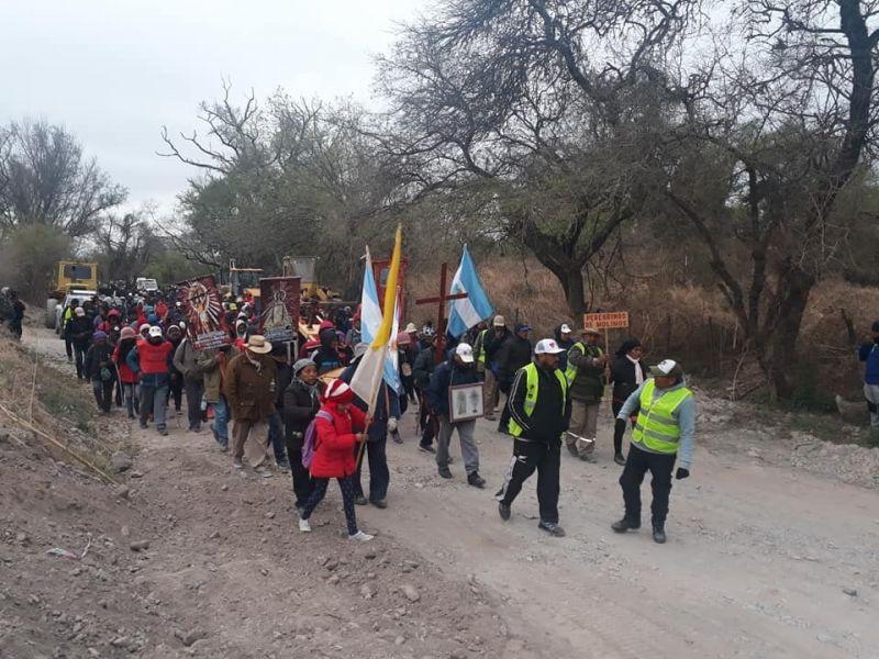 Desde Molinos cinco días atrás partieron 300 peregrinos pero llegarán hoy a la Catedral, má de 500 que se fueron sumando en el camino.