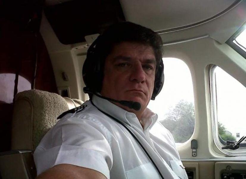 Martín Bello, a bordo de lo que era su otra pasión, los aviones.