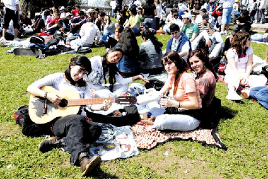 Miles de estudiantes celebrarán la llegada de la Primavera y su día al aire libre.