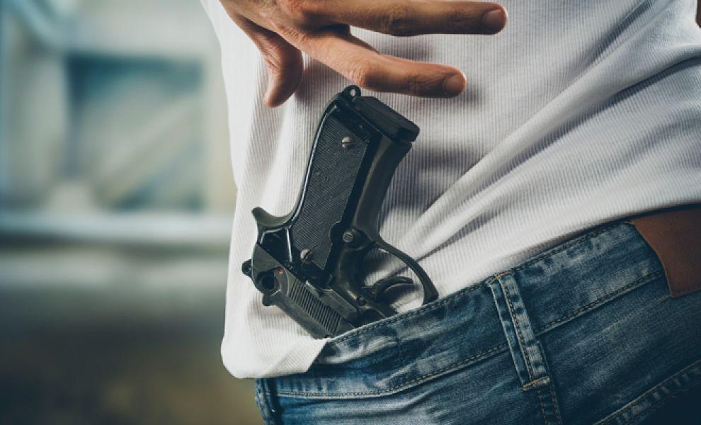 Tres ladrones ingresaron a robar una vivienda en Orán armados y golpearon y amenazaron a punta de pistola a la familia.
