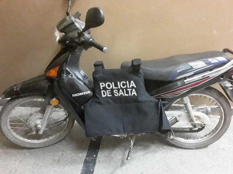 Una de las motocicletas incautadas por los policías.