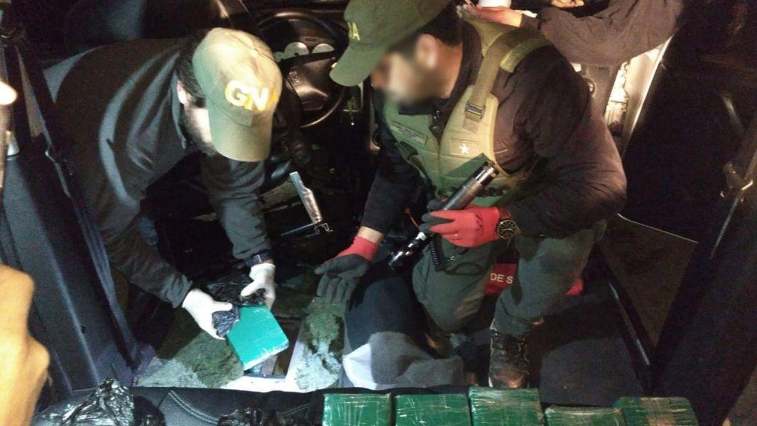 La droga secuestrada tras una inspección, estaba oculta en el piso de doble fondo del vehículo interceptado en Pichanal.