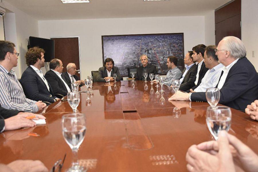 Reunión entre directivos de mineras y Gustavo Sáenz.