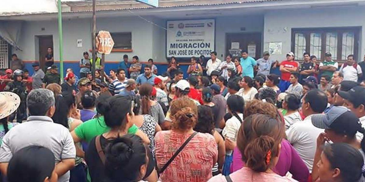 Momento de tensión se viven en la frontera con Bolivia por un intento copar Migraciones y bloquear el paso del puente. (Foto: Chaco Informa)