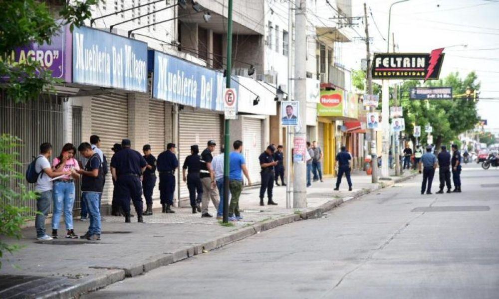 La policía desplegó un operativo en San Martín y Jujuy por una balacera entre pegatineros.