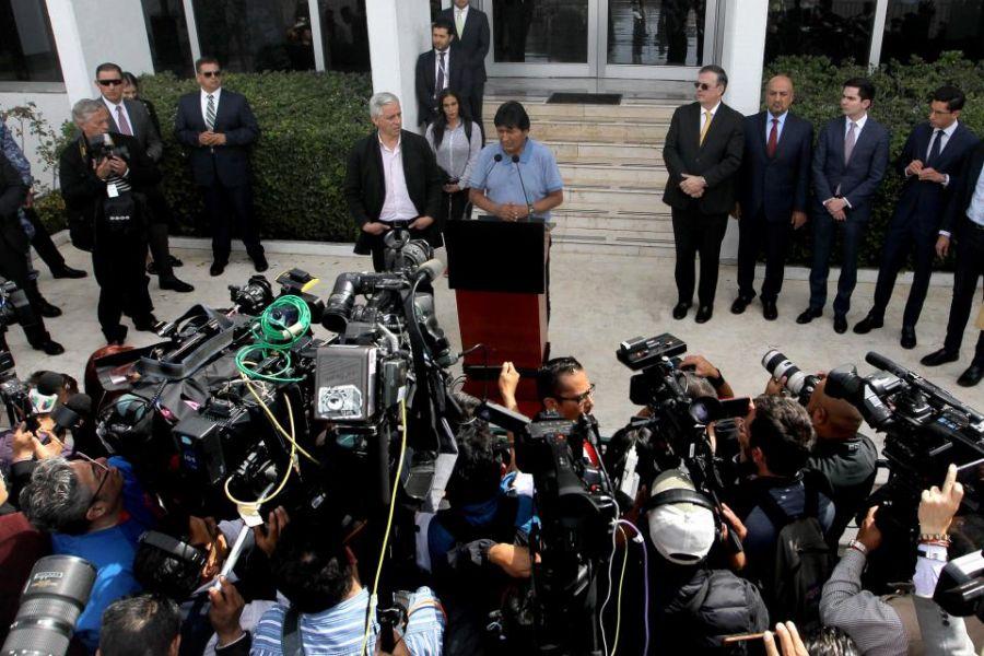 Desde México ante la prensa internacional, Morales denunció que a partir del 20 de octubre se lleva adelante en Bolivia un golpe de Estado.