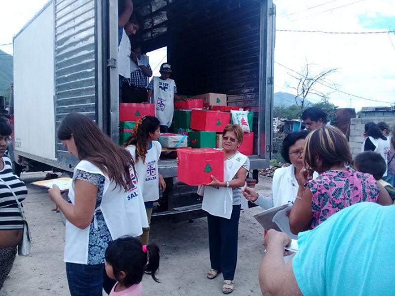 En otros años también se entregaron cajas a barrios vulnerables.