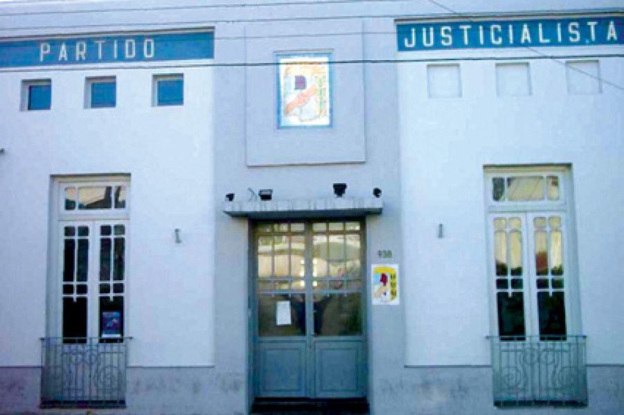 Sede del Pj salteño. Urtubey recordó que llegó al gobierno por fuera del PJ porque no lo dejaron competir en la interna.