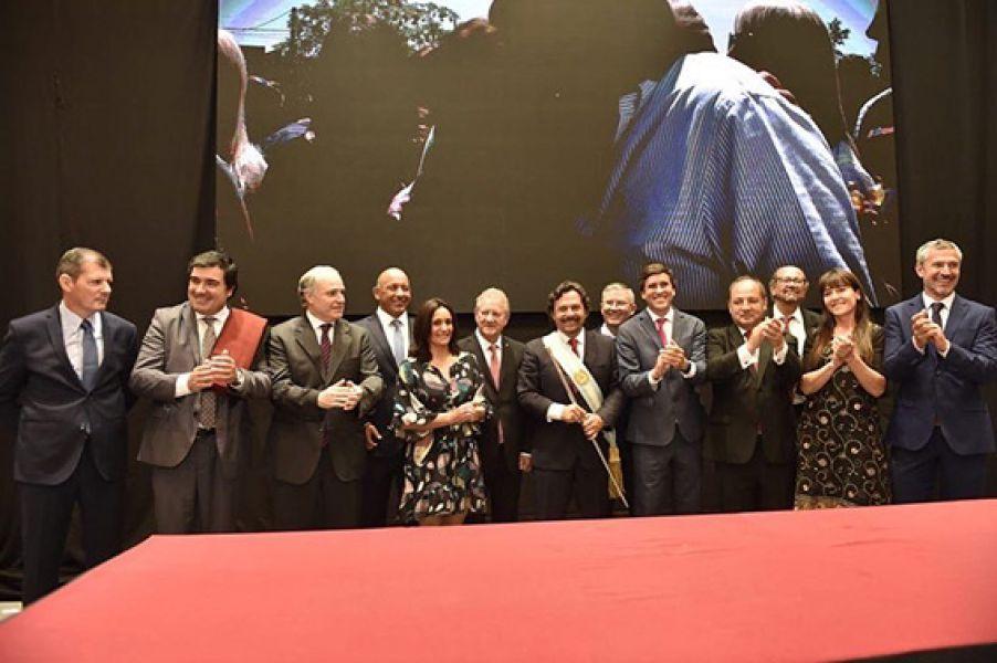 El gobernador Gustavo Sáenz tomó juramento a los ministros y secretarios de Estado, que lo acompañarán en su gestión.