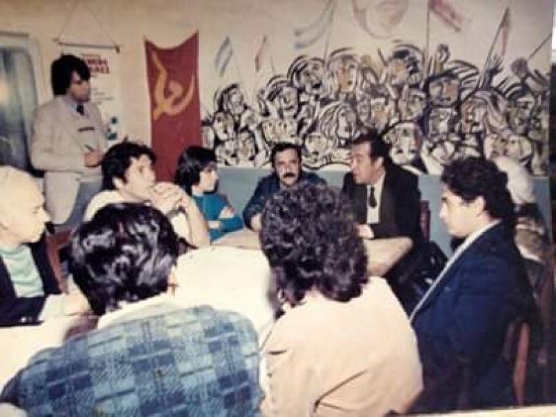 Antigua sede del PC-Salta en Islas Malvinas 222,  se observa a la cúpula partidaria, al entonces ministro de Gobierno Balvin Gallo y el mural  de N