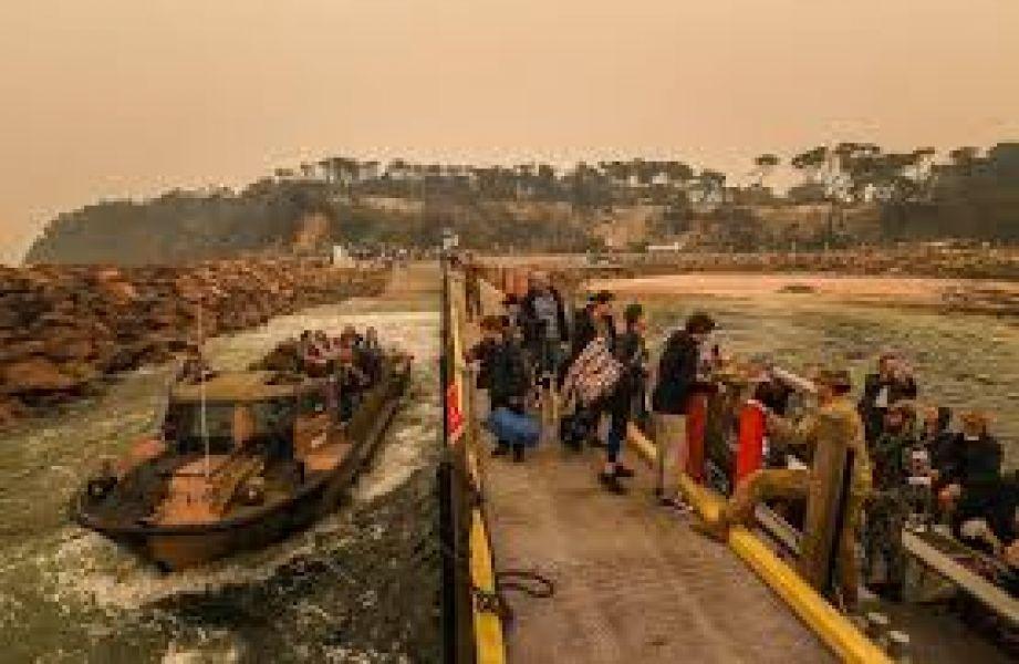 los militares ya están preparados para trasladar a la gente que corre riesgo de vida debido a los incendios que arrasan con Australia.