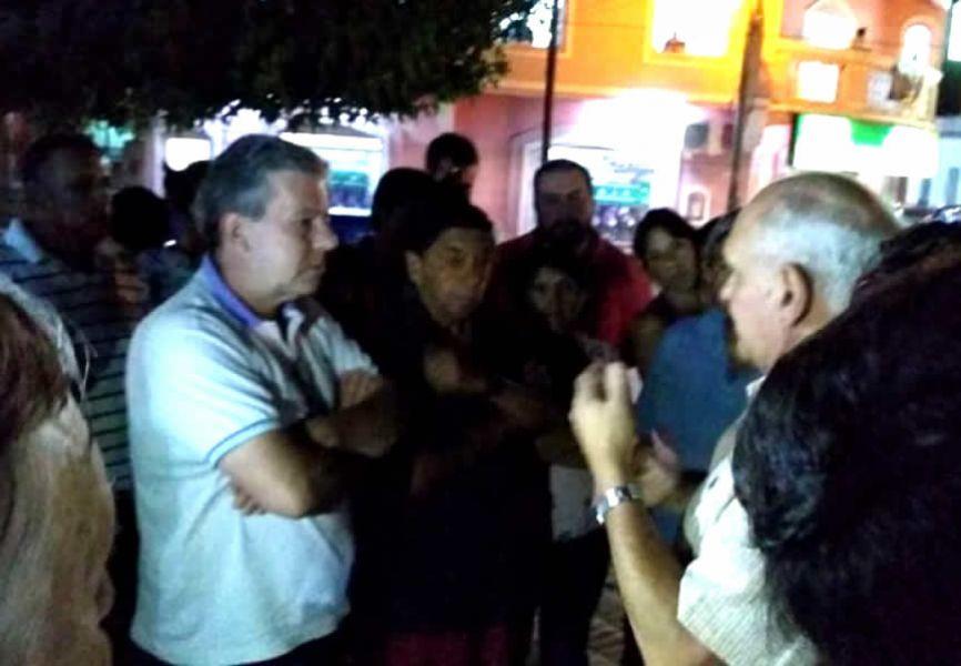 Con marchas, los vecinos de Rosario de Lerma insisten con sus protestas por mejoras en el servicio de Aguas del Norte.