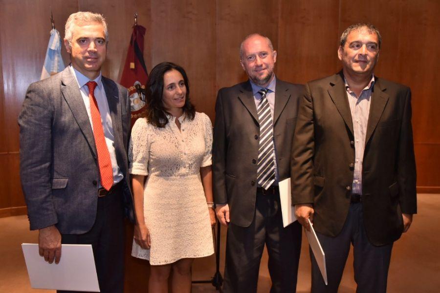 La ministra de Salud Josefina Medrano junto a los nuevos gerentes de hospitales: Marcelo Nallar; Pablo Salomón y Federico Manggione.