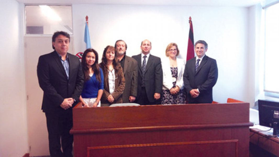 Funcionarios del Sedronar junto a integrantes del Tribunal de Tratamientos de Drogas. Dicho tribunal es pionero en su contexto en Argentina.
