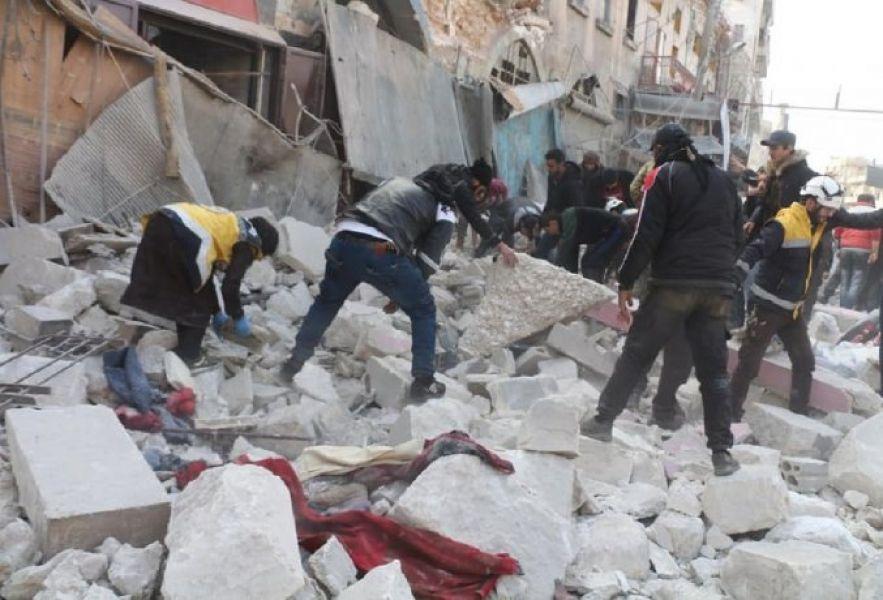 Además, bombardeos de fuerzas rusas que apoyan a Al Asad destruyeron viviendas en Idleb.