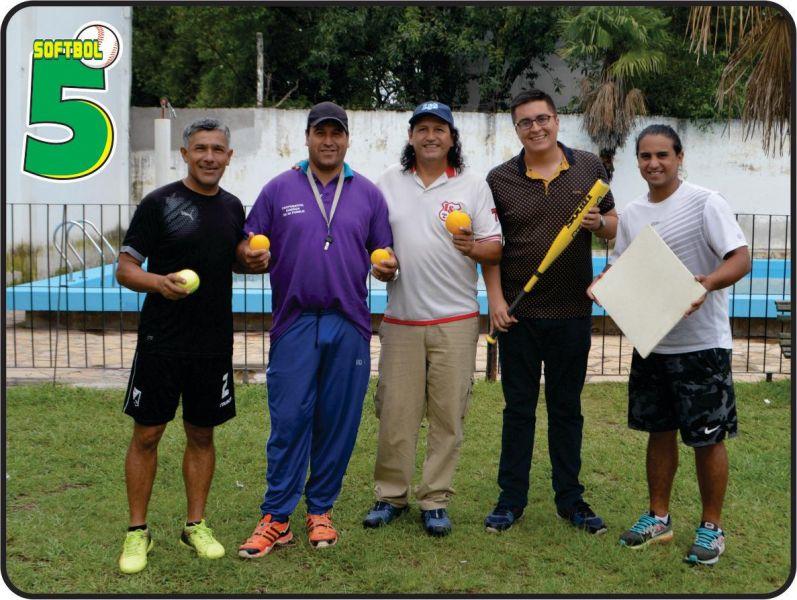 Dirigentes de la Liga Salteña de Softbol junto a autoridades del municipio de Vaqueros.