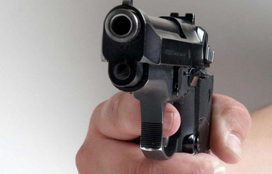 En barrio Castañares el dueño de un negocio repelió a disparos un asalto y mató al ladrón. Ahora será imputado.