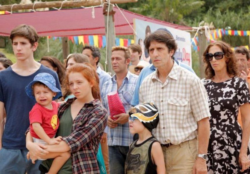 """Escena del filme argentino """"Mamá se fue de viaje"""". La propuesta de cine en la plaza de la Usina Cultura se extenderá hasta fines de febrero."""