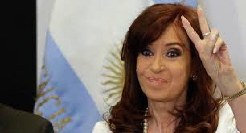 Cristina Kirchner asume como presidenta en el Poder Ejecutivo Nacional, luego de cuatro años.