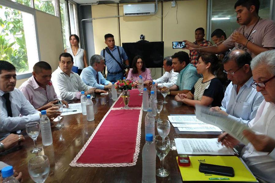 Firma de convenios entre Salud Pública y los municipios, en este caso, del departamento de Orán.