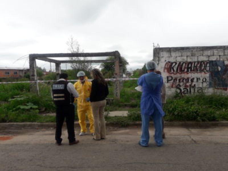 Descampado en barrio Puerto Argentino, ubicado en la zona del Grand Bourg, donde fue hallada asesinada Paola Ávila.