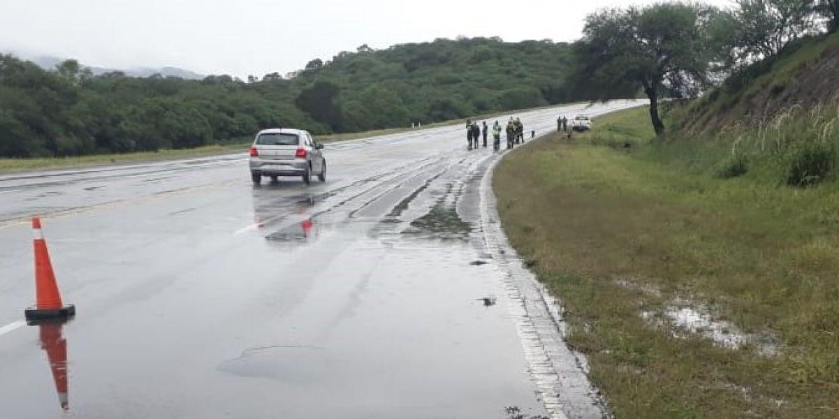 Las lluvia y la alta velocidad habrían causado el fatal accidente ocurrido en Lumbreras en un sector de curva en la ruta nacional 9/34.