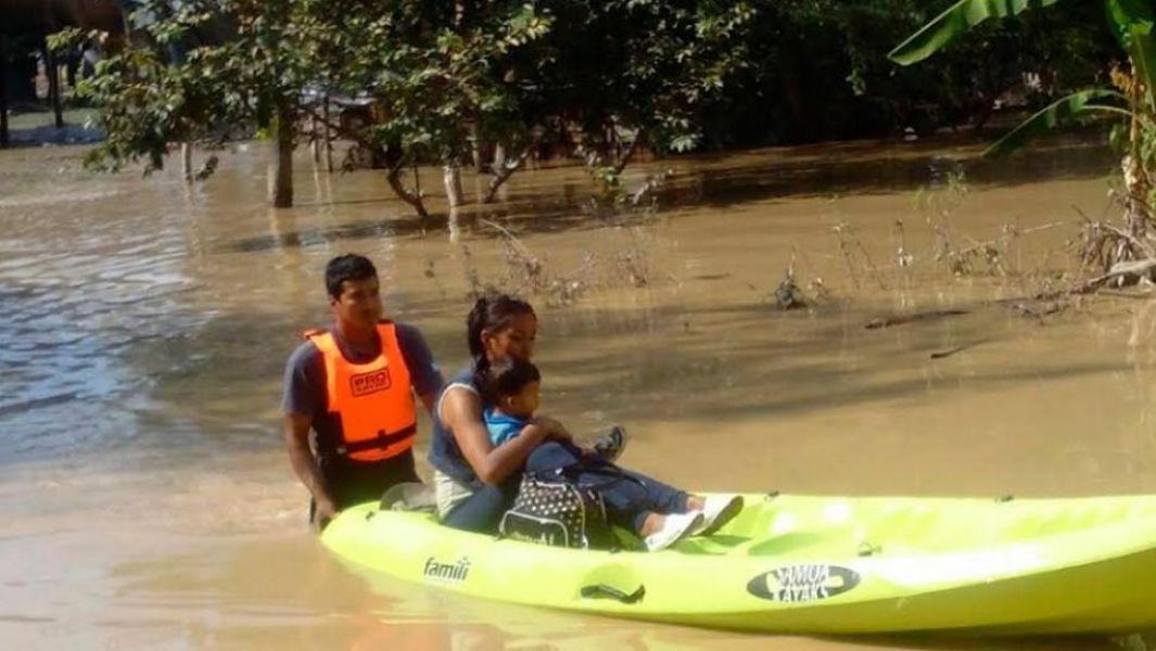 Más de 70 familias quedaron aisladas por la crecida del del río Bermejo en Rivadavia Banda Sur. (Foto: José Corbacho).