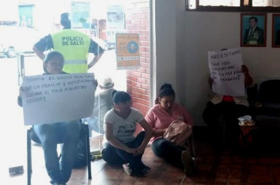 Siguen las protestas por bajas de contratos de trabajadores municipales en la comuna de General Guemes.