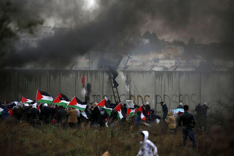 Manifestantes palestinos en una protesta Bil'in
