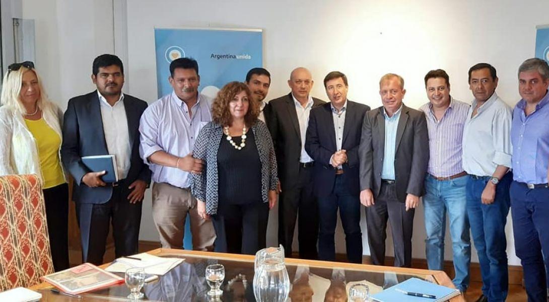 Un grupo de jefes comunales salteños coordinados por el Foro de Intendentes, en la reunión en Buenos Aires con el ministro Daniel Arroyo.