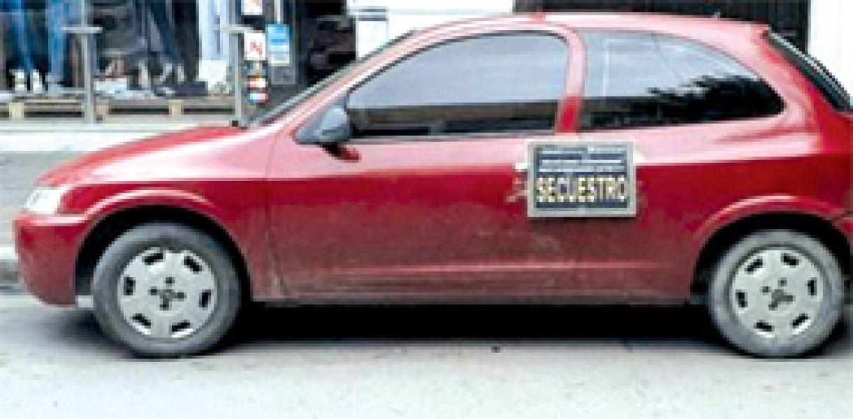 El vehículo secuestrado utilizado por en el asalto a mano armada y que estaba en poder de Carlos Rubén Darío Isa.