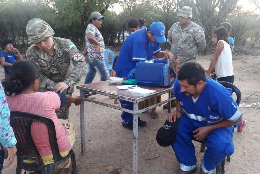 """""""Se han conseguido 4 médicos, 11 enfermeros y también agentes sanitarios de origen wichi"""", dijo el ministro de Salud, Ginés González Garcia."""