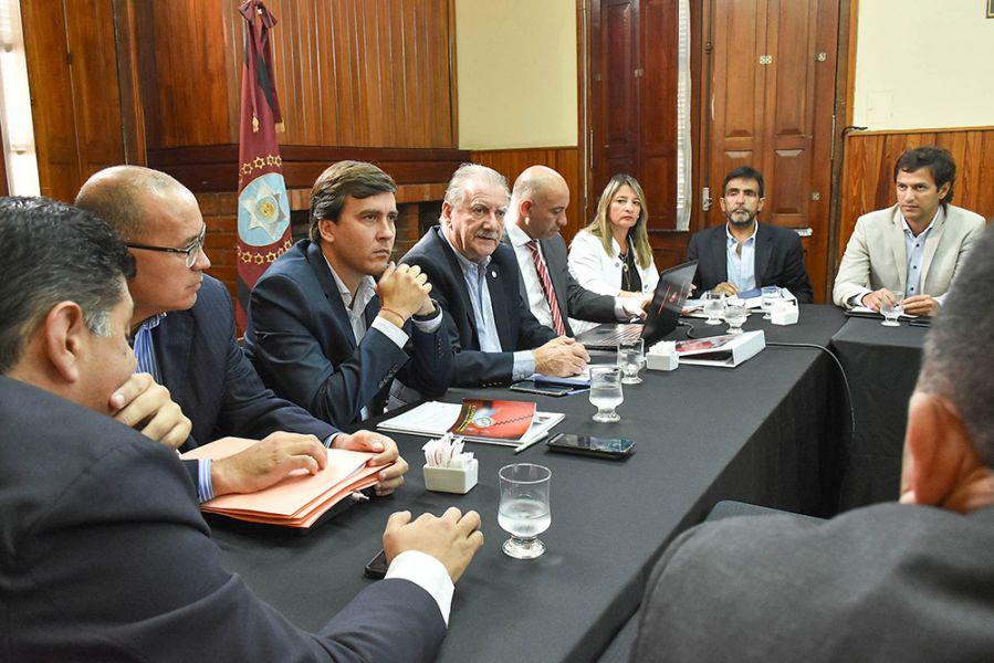 Reunión realizada en el Senado donde funcionarios explicaron los alcances de los tres proyectos de ley insertos en el DNU 158/20.