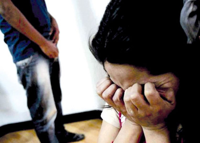 Además de someter a sus bajos instintos sexuales a sus dos hijas, el padre las tenía amenazadas.