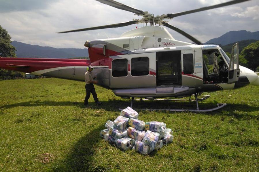 La tarea de asistencia aérea continúa en parajes que se encuentran asilados en Isla de Cañas y en Rivadavia Banda Norte.